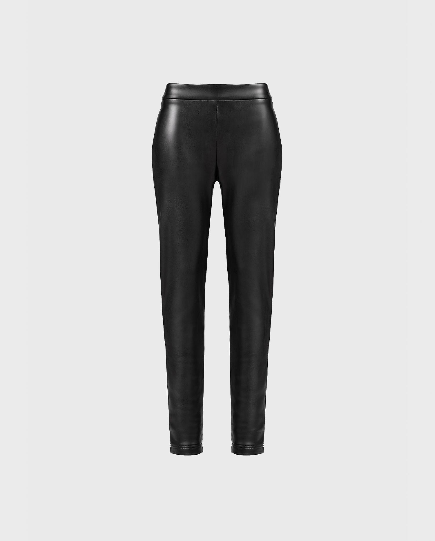Add a chic and feminine edge to your look with the leather FANDY leggings