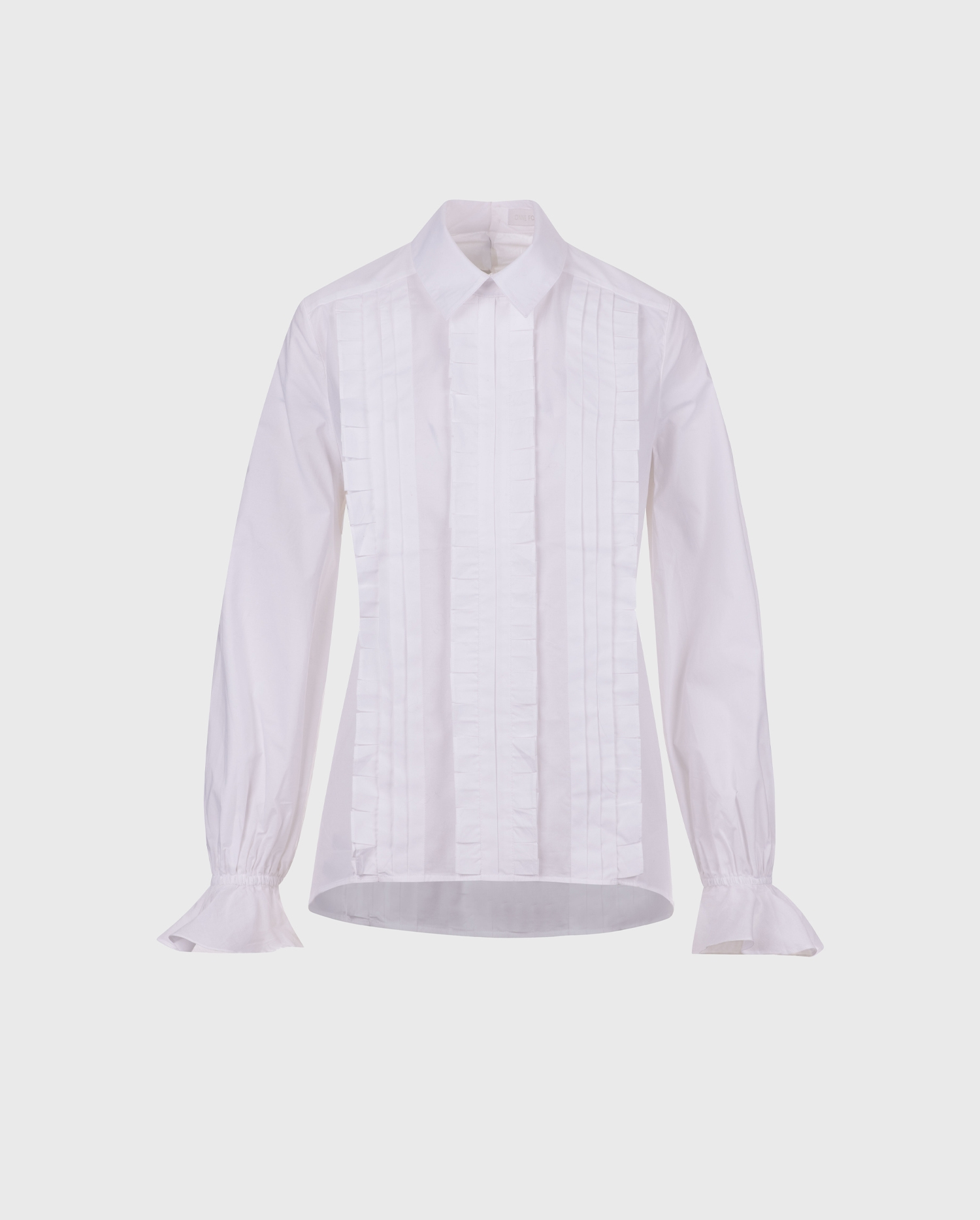 Add the LAVIN white pleated blouse to your wardrobe for a chic and easy silhoutte that will simplify your style.