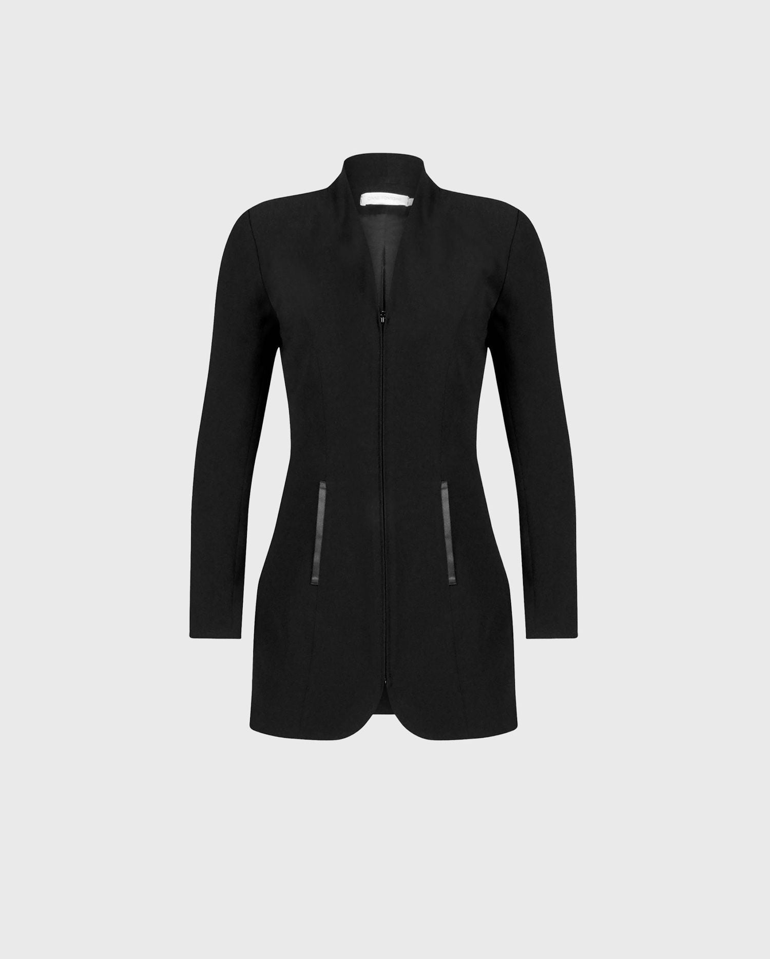 The VAZAR black longline jacket is the perfect jacket to add to your Fall dressing style.